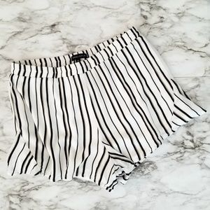 Kendall and Kylie striped pull on shorts size M